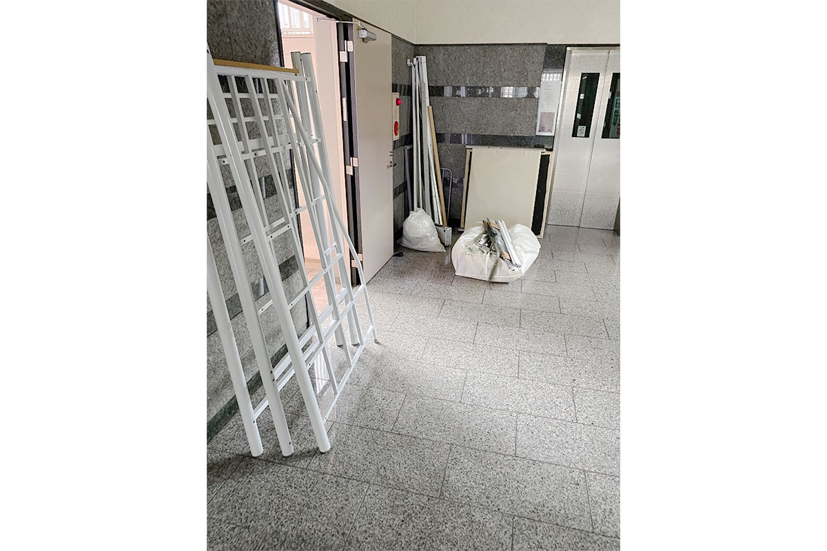 大阪市淀川区にて回収したベッドフレーム、ラック他不用品の写真