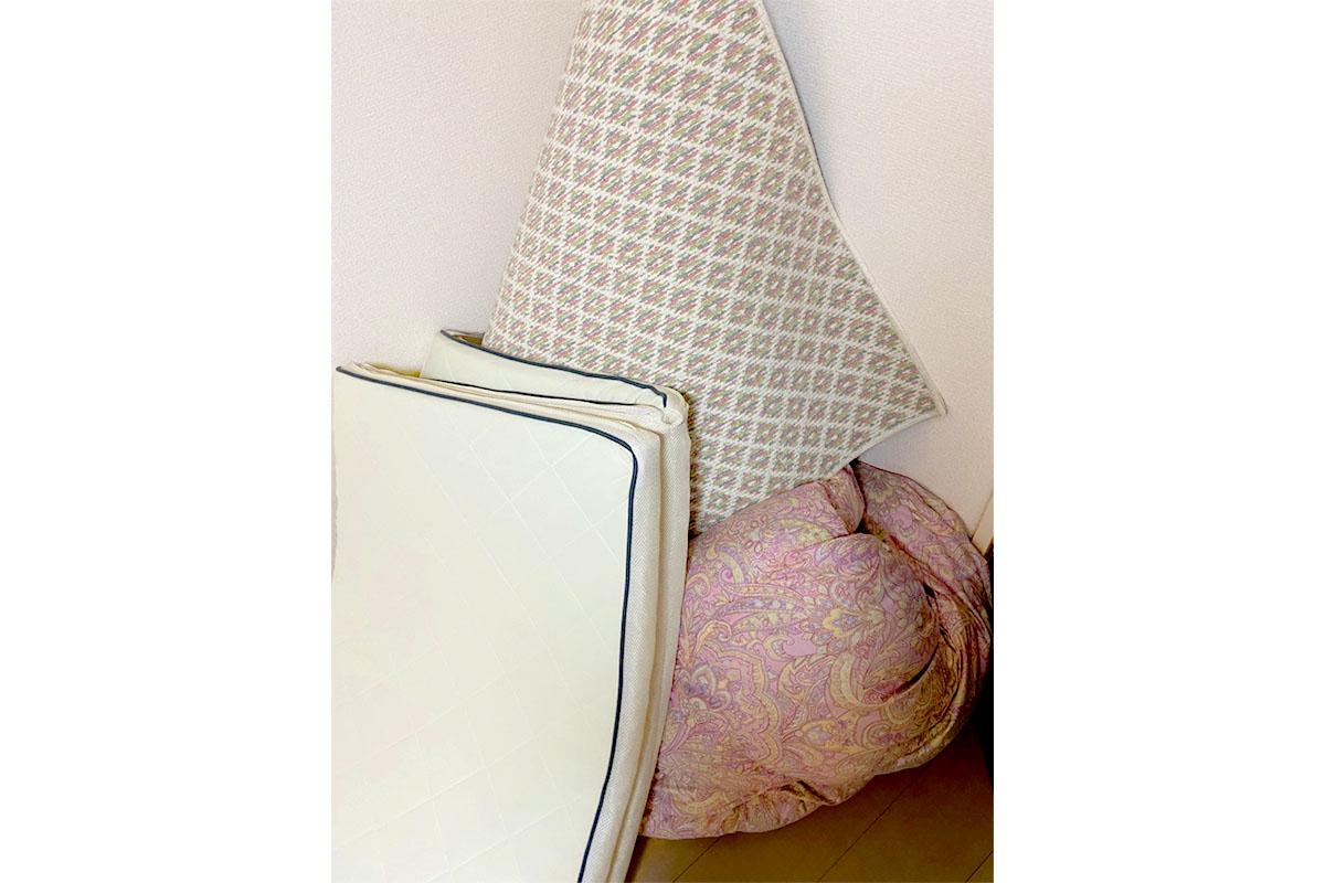 京都府城陽市にて回収した布団、マット他不用品の写真