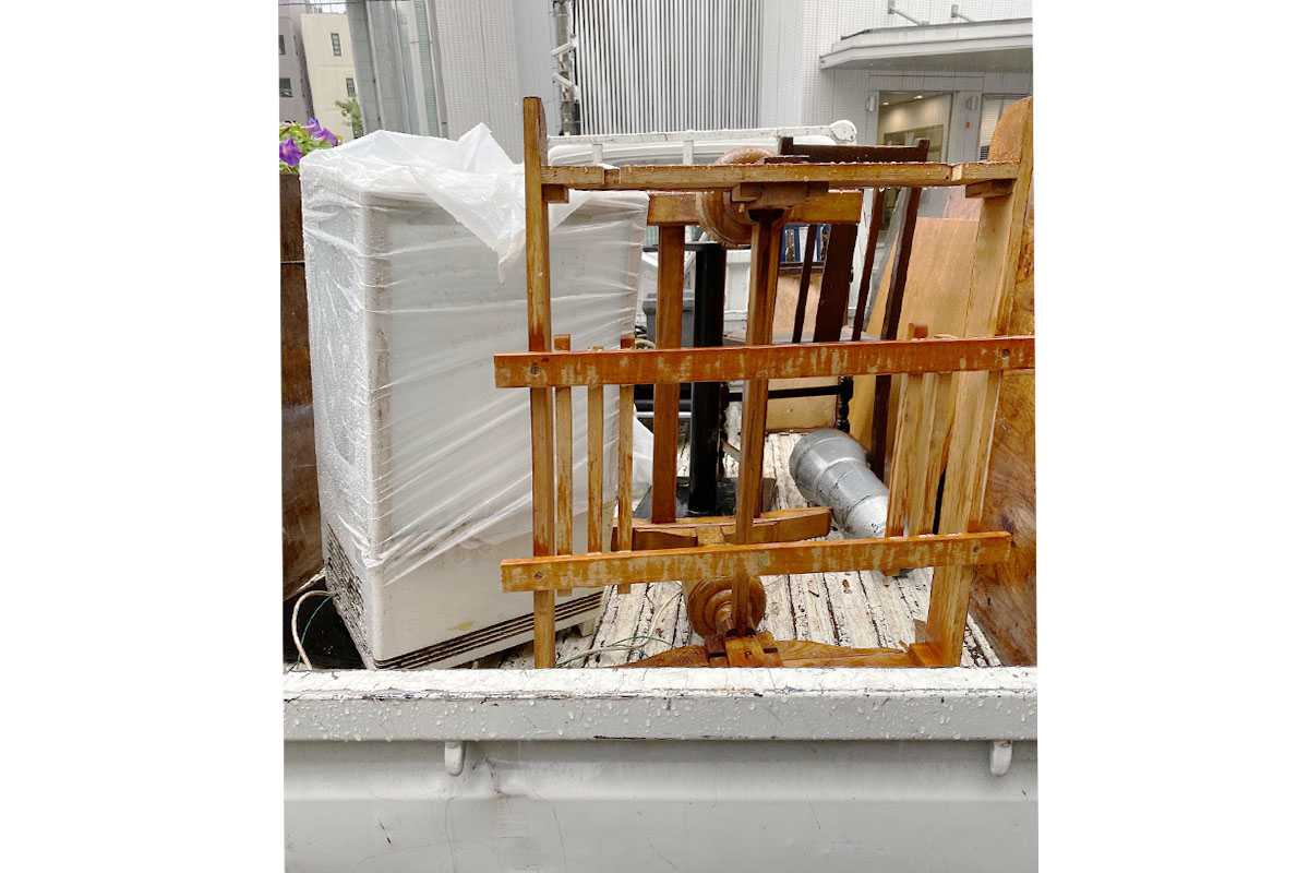 大阪市福島区にて回収した冷蔵庫、キャリー他不用品の写真