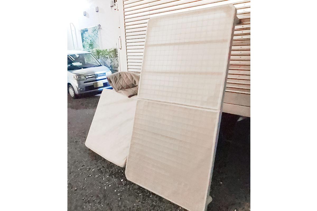 大阪府摂津市にて回収したベッド、マットレスの写真