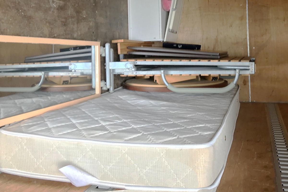 京都市山科区にて回収したベッド、マットレスその他不用品の写真