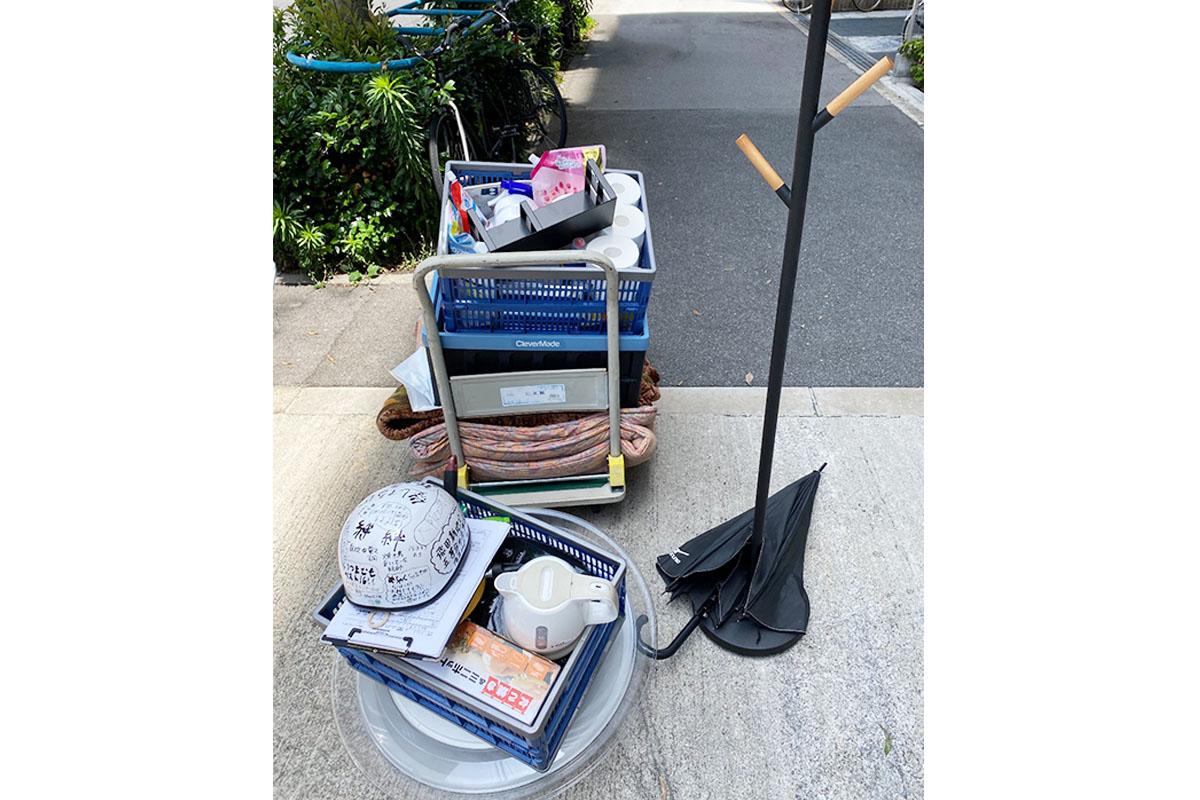 大阪市東成区にて回収したポールハンガーやポット、生活ごみ等不用品の写真
