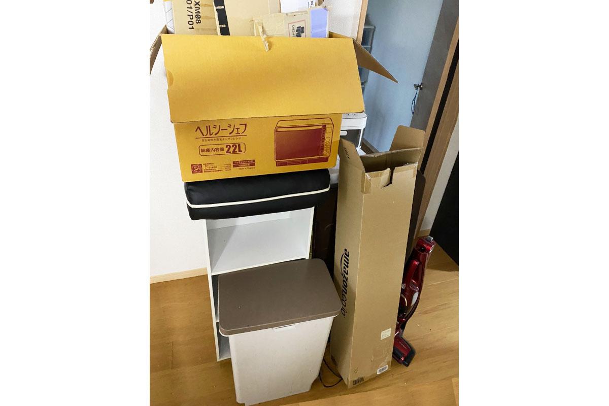 奈良県田原本町にて回収したカラーボックスやテーブル、電子レンジ等不用品の写真