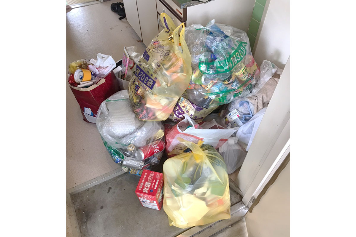京都市南区にて回収した瓶や缶等不用品の写真