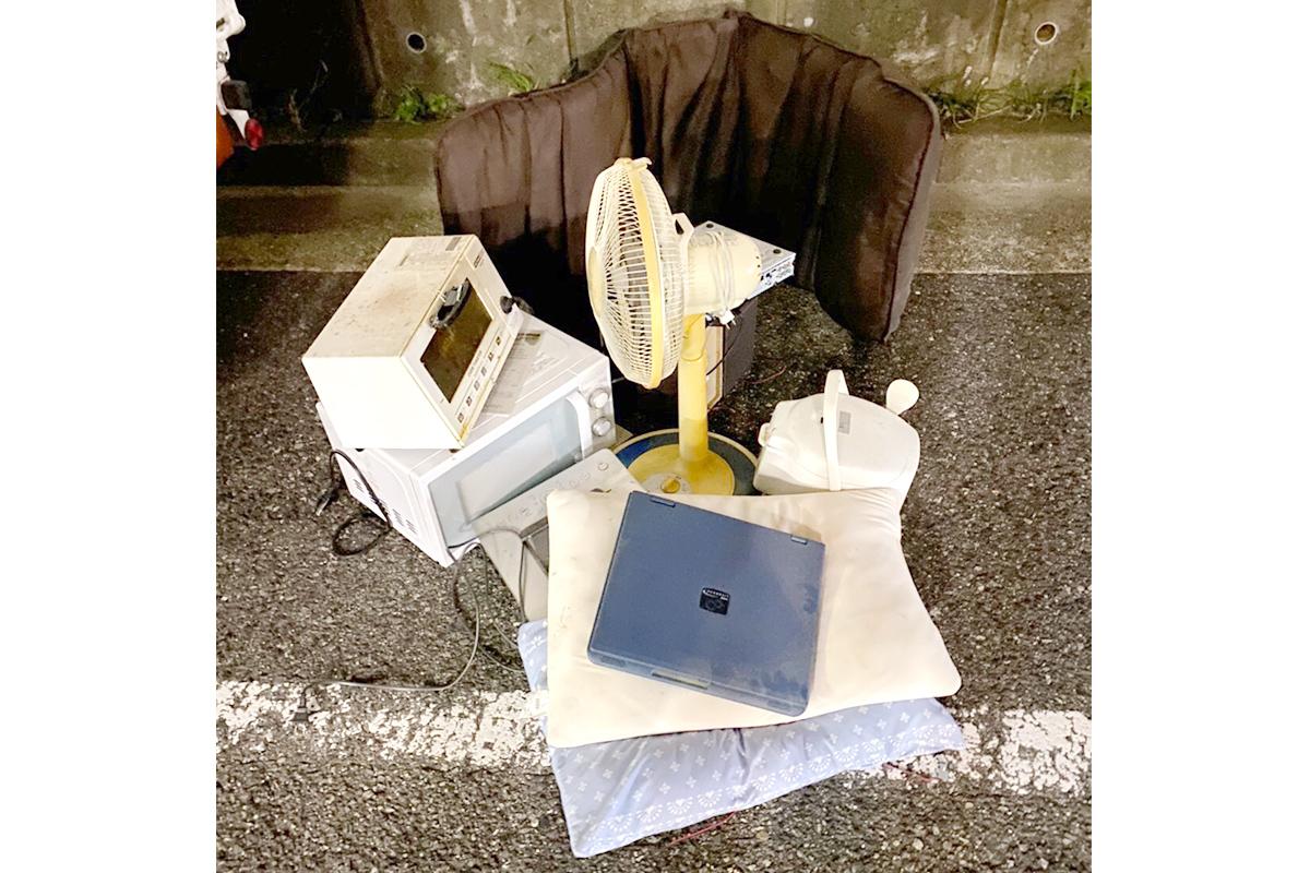 兵庫県西宮市にて回収した座椅子や扇風機など小型家電の写真