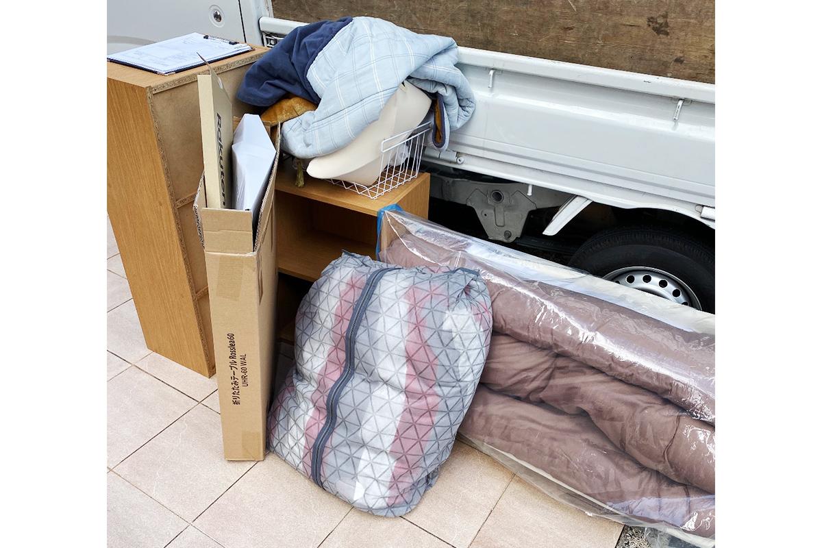 京都市西京区にて回収した布団や本棚等不用品の写真