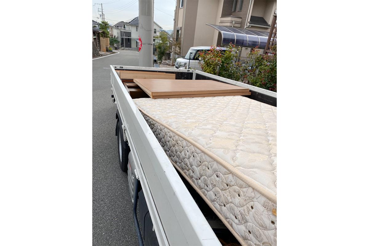 大阪府箕面市にて回収したベッドの写真