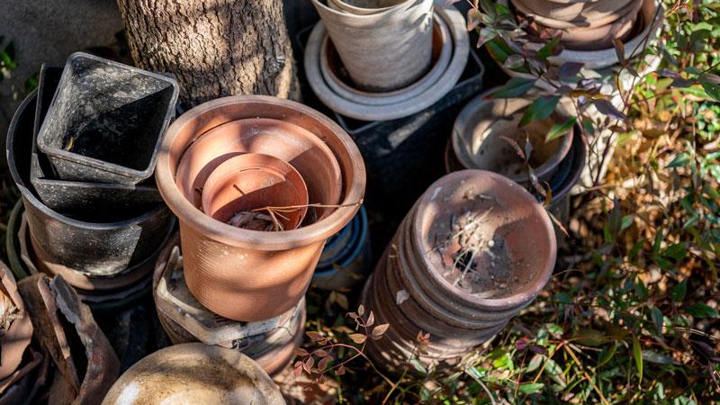 不要になった植木鉢のイメージ写真