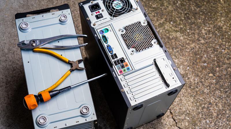 廃棄するデスクトップパソコンのイメージ写真
